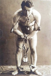 Entertainment-Photo-Circus-Houdini-in-chains